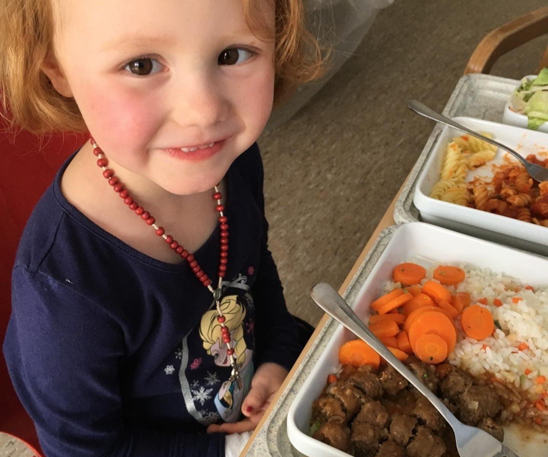 Emma beim Essen