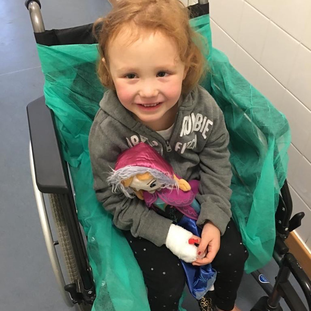 Emma im Rollstuhl