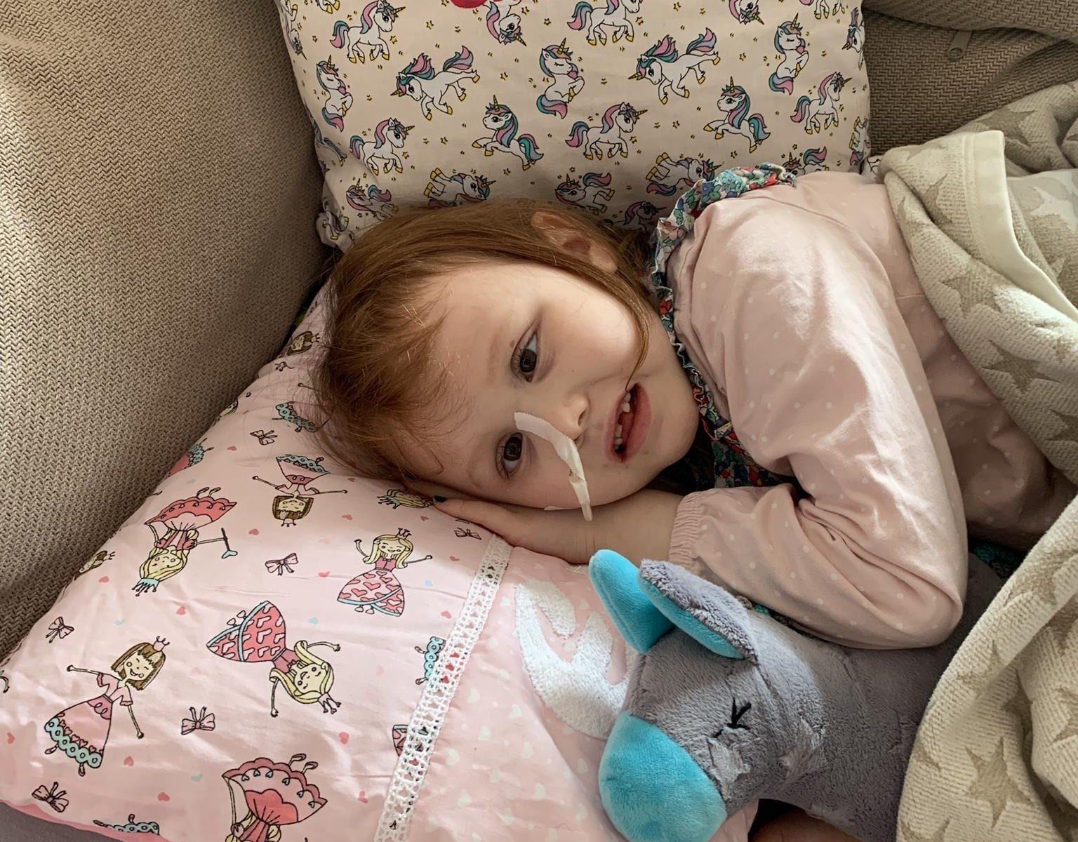 Emma auf dem Sofa