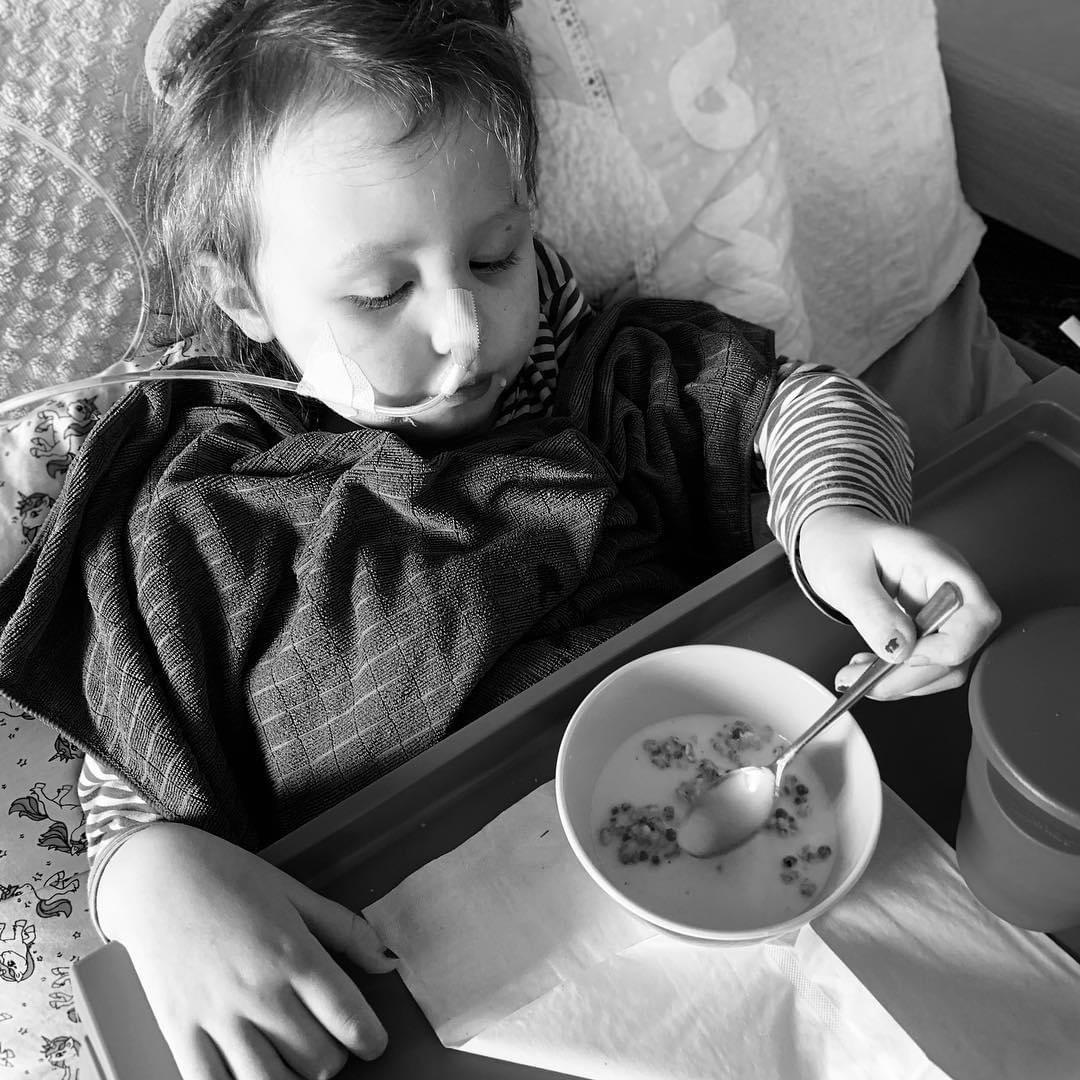 Emma beim Frühstück
