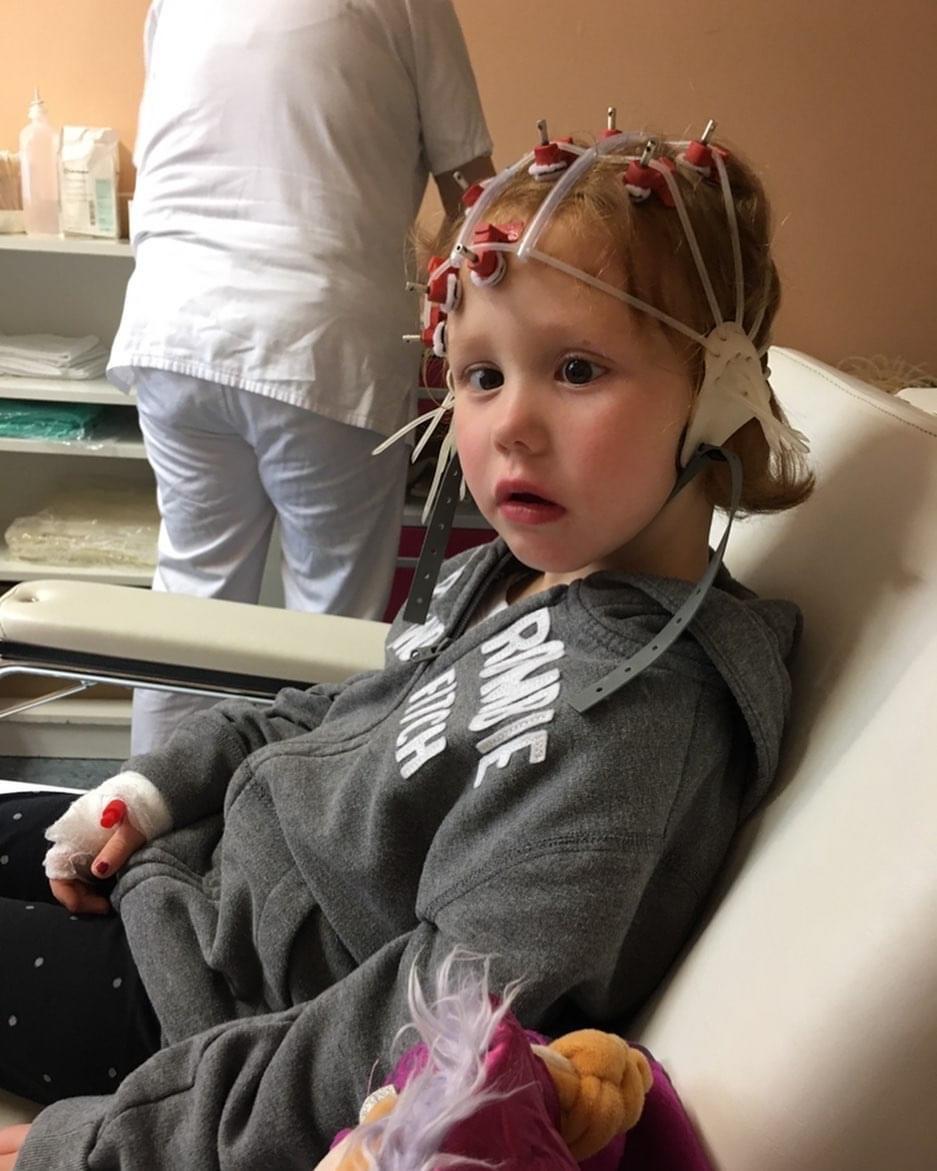 Emma beim EEG
